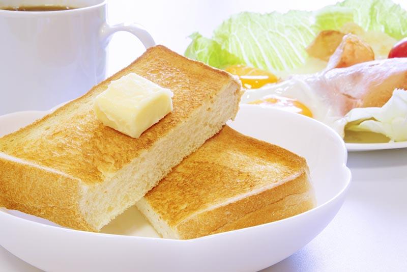 朝食の食パンの写真